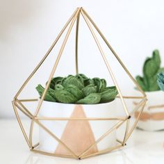 Learn how to create your own himmeli geometric sculpture for modern, minimalistic home decor.