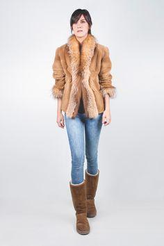 Chaqueta de Visón Rasado Camel Ribeteada de Zorro. #chaqueta #jacket #moda #fashion #peleteria #fur #chic #glamour