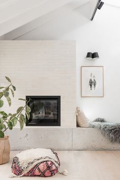 modern minimal home decor Home Fireplace, Fireplaces, Fireplace Ideas, Modern Fireplace, Home Studio, Decorating Small Spaces, Interior Design Inspiration, Room Inspiration, Dream Decor