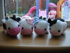 Crochet Pattern Free Studio Ami: Amigurumi Cow Pattern Head: Using pink yarn, Row in ch from hook Row in each st Row in next st] x 6 times Row 2 sc in next. Crochet Cow, Crochet Patterns Amigurumi, Cute Crochet, Crochet For Kids, Crochet Crafts, Crochet Dolls, Crochet Projects, Crocheting Patterns, Crochet Animals