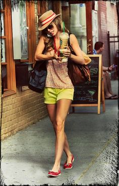 Love this outfit for the summer. Cute shoes and color combo.