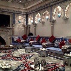 Встроенное Living Room Sofa Design, Home Room Design, Living Room Designs, Living Room Decor, House Design, Morrocan Decor, Moroccan Room, Moroccan Interiors, Mansion Interior