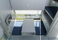 Arrevol Arquitectos: Arquitectura mínima: Micro Compact Home Small Prefab Homes, Modern Prefab Homes, Prefabricated Houses, Small Homes, Compact House, Micro House, Modern Architectural Styles, Modular Cabins, Arched Cabin