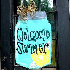 Summer Door Hanger Mason Jar Decor Door by LooLeighsCharm on Etsy Burlap Crafts, Wood Crafts, Mason Jars, Burlap Door Hangers, Spring Door, Decorated Jars, Front Door Decor, Wooden Doors, Wooden Signs