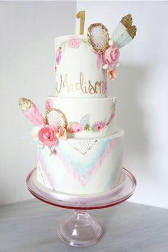 Riahs one year dream catcher cake, boho cake, boho baby shower. Pretty Cakes, Cute Cakes, Beautiful Cakes, Baby Girl Birthday, 1st Birthday Parties, Birthday Cake, Birthday Ideas, 14th Birthday, Baby Shower Cakes