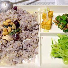 スパイス講座でレシピ習ったタイカレー  辛過ぎですがอร่อยアロイ( •ॢ◡-ॢ)-♡ - 12件のもぐもぐ - タイカレー   焼厚揚げ  オクラ浸し  キュウリ酢の物 by fuyu3131