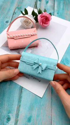 DIY Origami Paper Tote Bag for Women Art - el isi - Geschenkideen Diy Crafts Hacks, Diy Crafts For Gifts, Diy Home Crafts, Diy Arts And Crafts, Creative Crafts, Simple Paper Crafts, Wood Crafts, Clay Crafts, Felt Crafts