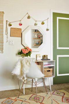 Um quarto retrô-boho cheio de bom gosto e boas ideias