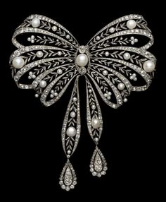 Chaumet stomacher bow. 1908.