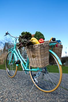ideas for retro bike basket beach cruisers Bicycle Basket, Bike Baskets, Nantucket Bike Basket, Retro Bicycle, Retro Bikes, Cruiser Bicycle, Bicycle Maintenance, Old Bikes, Vintage Bicycles