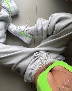 look - - Fashion Shoes Ideen - Sporty Outfits, Mode Outfits, Trendy Outfits, Summer Outfits, Girl Outfits, Fashion Outfits, Grunge Outfits, Fashion Shoes, Fashion Jewelry