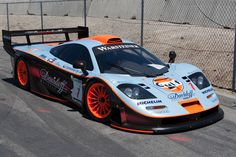 The McLaren held the world record for the fastest production car in the world for many years. The car was first produced in 1992 and still looks great today. Lemans Car, Le Mans Series, Mclaren F1, Exotic Sports Cars, Vintage Racing, Car Car, Courses, Custom Cars, Luxury Cars