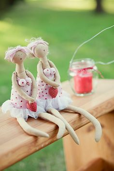 No instructions as to how to make.  I just like them.  They remind me of me in my old age.