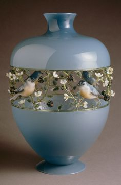 Blackberry Vessel with Birds. Hand Worked Glass by Artist- Kari Russell-Pool. Museum of Glass. Art Of Glass, Glass Artwork, Glass Ceramic, Ceramic Art, Glass Vessel, Corning Museum Of Glass, Jolie Photo, Art Nouveau, Perfume Bottles