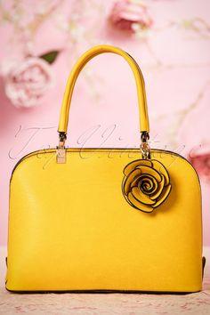 La Parisienne Yellow Handbag with rose 212 80 22029 05042017 Yellow Purses, Yellow Handbag, Vintage Shoes, Retro Vintage, Vintage Outfits, Vintage Style, Retro Fashion 50s, Vintage Fashion, Vintage Trends
