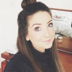 yuvcbbjh why does she look so beautiful all the time Zoella Beauty Range, Zoella Hair, Tanya Burr, Zoe Sugg, Hair Dye Colors, Celebs, Celebrities, Hair Makeup, Makeup Stuff
