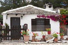 Small traditional greek house, in Thassos Island, Aliki Beach - Grecia de Weekend