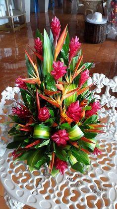 tropical flower arrangements wedding centrepieces - Go… Tropical Flowers, Tropical Flower Arrangements, Church Flower Arrangements, Exotic Flowers, Beautiful Flowers, Simple Flowers, Colorful Flowers, Hawaiian Flowers, Summer Flowers