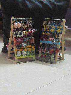 DIY- earring holder with icecream/popsicle sticks - kids craft DIY- Ohrringhalter mit Eis / Ei Popsicle Stick Crafts For Adults, Diy Popsicle Stick Crafts, Crafts For Teens To Make, Diy And Crafts, Craft Sticks, Easy Crafts, Diy Earring Holder, Diy Jewelry Holder, Jewelry Hanger