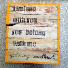 Little Bit Funky: how to make a freezer paper transfer to wooden sign {why freezer paper NEEDS to be in your stash} Freezer Paper Transfers, Freezer Paper Stenciling, Wood Transfer, Photo Transfer, Ink Transfer, Pallet Wall Decor, Wall Art Decor, Craft Projects, Projects To Try