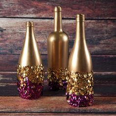 Celebrate Fat Tuesday with stunning Mardi Gras decorations. Check out Mardi Gras DIY Decorations ideas here. These are easy and best Mardi Gras decor ideas. Wine Bottle Art, Diy Bottle, Wine Bottle Crafts, Diy Girlande, Sequin Crafts, Wine Bottle Centerpieces, Vases, Mardi Gras Decorations, Holiday Decorations