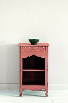 Scandinavian Pink is a traditional Swedish-style pink in the Chalk Paint® palette. Annie Sloan first developed her signature range of furniture paint in calling it 'Chalk Paint' because of this decorative paint's velvety, matte finish. Painted Side Tables, Pink Side Table, Painted Furniture, Painted Bedside Tables, Pink Painted Furniture, Furniture, Pink Chalk, Pink Furniture, Swedish Furniture
