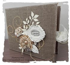 Album Mariage Plus Plus Mini Albums Scrapbook, Wedding Scrapbook, Scrapbook Photos, Wedding Mini Album, Wedding Cards, Burlap Crafts, Paper Crafts, Album Vintage, Photo Album Covers