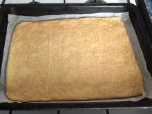 Honig-Cremeschnitten • Rezept | weltinmir.de Sheet Pan, Honey, Cakes, Rezepte, Cookie Sheets
