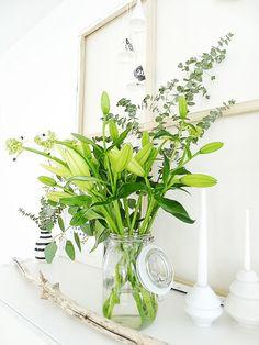 grüne Blumen als schlichte Deko