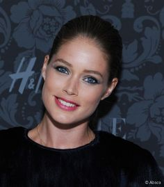 static1.hairstyle.com articles 4 24 @ 99-get-doutzen-kroes-classic-bun-620x0-1.jpg