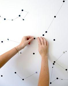 Constelación con hilos y gomets