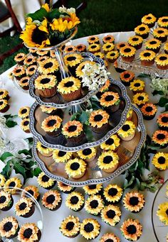 Inspirational Sunflower Wedding Ideas for luxury sunflower decorated wedding cupcakes, diy your wedding dessert with such great wedding ideas, perfect for spring or fall weddings Daisy Cupcakes, Sunflower Wedding Cupcakes, Fall Sunflower Weddings, Sunflower Wedding Decorations, Sunflower Party, Sunflower Baby Showers, Summer Wedding Cupcakes, Wedding Desserts, Wedding Themes