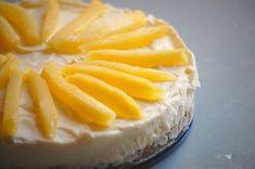 Witte chocolade cheesecake met mango. Een volle romige smaak van witte chocolade gaat uitstekend samen met het zacht-zoete van de mango. Genieten met grote G.