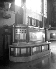 The Ghosts of Art Deco – New York Central Terminal Abandoned Buildings, Abandoned Places, Buffalo Central Terminal, Art Nouveau, Abandoned Train Station, Photos Originales, Streamline Moderne, Art Deco Buildings, Art Deco Design