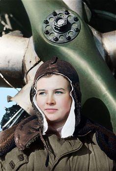 Natalya Meklin née Kravtsova | Наталья Меклин (Кравцова) Piloting a Polikarpov Po-2 light bomber she had flown by the end of the war 980 night missions. Гвардии ст. лейтенант Меклин Наталья Фёдоровна...