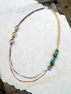A Story and a Necklace - Tutorial for revamping old jewelry pieces Diy Earrings, Diy Necklace, Necklace Designs, Stone Necklace, Fashion Earrings, Old Jewelry, Beaded Jewelry, Vintage Jewelry, Jewelry Making