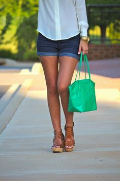 The fashionable and gorgeous @Debbie Fortner All Things Lovely carrying our Sheila bag in mint! #blogger #spring #style