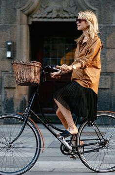 Cycle style inspiration! Love the jacket and color combo. This is how I hope to look when I start cycling to work.