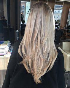 Kolor blond najpiękniej wyglada kiedy posiada wiele odcieni, chłodny kolor widzimy dalej, ciepły bliżej - co daje trójwymiarowość koloru... #blonde