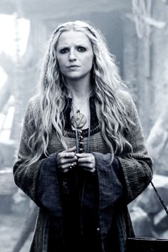 Helga portrayed by Maude Hirst. She is the daughter of Vikings creator and renowned period piece screenwriter Michael Hirst. Her sister, Georgia Hirst, is also an actress and appears alongside her in Vikings. Vikings Tv Show, Ragnar Vikings, Vikings Travis Fimmel, Vikings Tv Series, Ragnar Lothbrok, Floki, Viking Life, Viking Warrior, Viking Woman