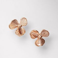 Cute rose-colored floral button earrings!