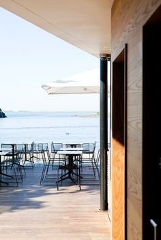 A casual drink with a view? The Mattolaituri terrace is a trendy café by the seaside, a staple amongst locals.