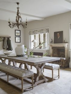 I am loving this table and setting   http://www.simshilditch.com/interiors/16th-century-family-manor/