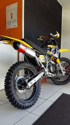 Ktm Dirt Bikes, Cool Dirt Bikes, Dirt Bike Gear, Dirt Bike Racing, Cafe Racing, Motocross Baby, Enduro Motocross, Motorcycle Dirt Bike, Moto Bike