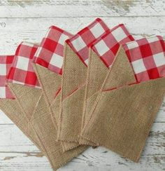 Burlap Gingham Silverware Holders - Set of 12 Burlap cutlery holders - Burlap cutlery pockets -Rustic table decor Burlap Projects, Burlap Crafts, Easy Sewing Projects, Fabric Crafts, Sewing Crafts, Burlap Silverware Holder, Wedding Silverware, Cutlery Holder, Christmas Sewing