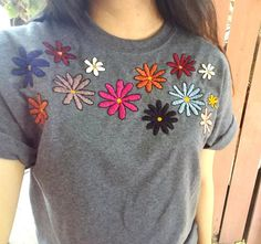Hand Embroidered Daisies on Medium T-Shirt// Unisex Adult Diy Embroidery Shirt, Embroidery On Clothes, Couture Embroidery, Embroidered Clothes, Hand Embroidery Designs, Embroidery Stitches, Bordado Popular, Fabric Paint Designs, Embroidered Cushions