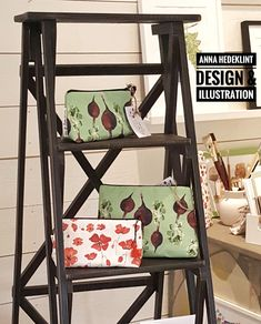 Handmade linen/cotton toiletry bags in a unique beetroot design by Swedish artist and surface pattern designer Anna Hedeklint #surfacepattern #surfacedesign #handmade #textiles #artgallery #artwork #beetroot #poppies #visitsweden #nyköping #annahedeklint