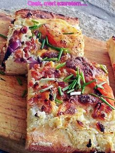 European Cuisine, Hawaiian Pizza, Vegetable Pizza, Quiche, Bacon, Food And Drink, Cooking Recipes, Bread, Dishes