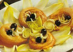 Anelli di trota marinati con indivia e uva.