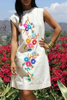 New embroidery dress pattern fashion ideas Hand Embroidery Dress, Embroidery Suits, Embroidered Clothes, Embroidery Fashion, Embroidered Flowers, Casual Summer Outfits, Casual Dresses, Fashion Dresses, Girls Dresses
